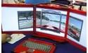 "'Draagbare' Acme computer met drie 17"" LCD's"