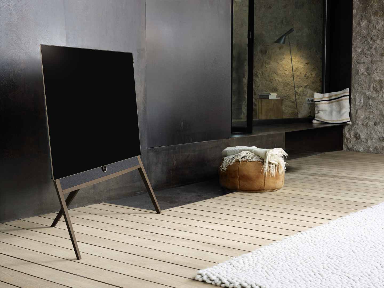 loewe presenteert bild 5 oled 4k televisie met 39 retro 39 look. Black Bedroom Furniture Sets. Home Design Ideas