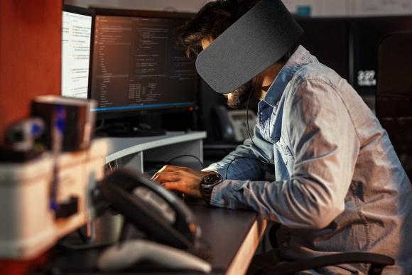 Panasonic ontwerpt oogkleppen voor op kantoor met ingebouwde
