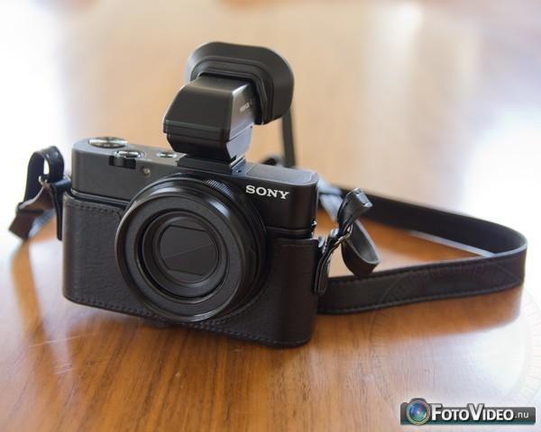 Sony Cyber-shot DSC-RX100 II met VFA-49R1 lens adapter