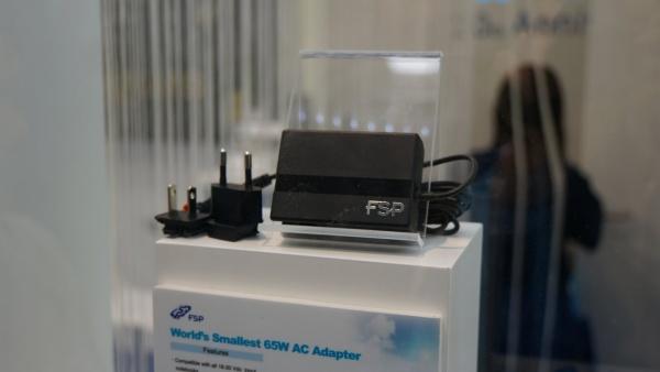 FSP komt met kleinste 65 watt notebookadapter