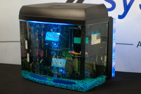 Huisvest je hardware in een aquarium