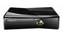 Microsoft Xbox 360 250GB + Darksiders II + Batman: Arkham City