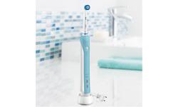 Oral-B Pro 700 Sensitive Clean White